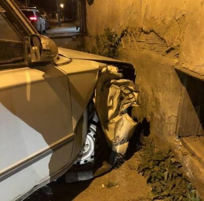 П'яний водій ВАЗу в'їхав у стіну будинку в Чернівцях