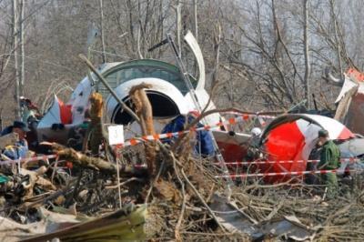 Смоленська катастрофа: Слідчі знайшли сліди вибухівки на уламках літака