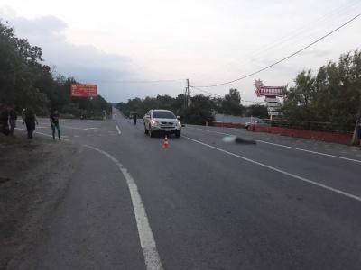 «Лексус»-«євробляха» збив за межами переходу: з'явились деталі смертельної ДТП на Буковині