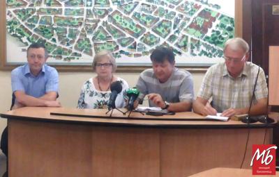 Громадські діячі Чернівців вимагають у депутатів і мера сісти за стіл переговорів