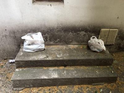 Поліція не виявила вибухівки у пакетах біля будинку на Головній