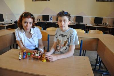 У Чернівцях школярі з учителькою створюють мультфільми з пластиліну