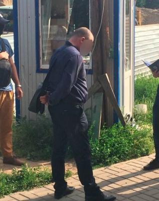 «Кришував» злодіїв і отримував «подяку»: за що у Чернівцях затримали керівника поліції