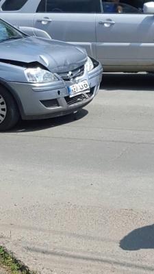 У Чернівцях «євробляха» зіткнулася з поліцейською машиною
