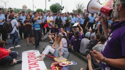 У Бухаресті зібрали багатотисячний провладний мітинг