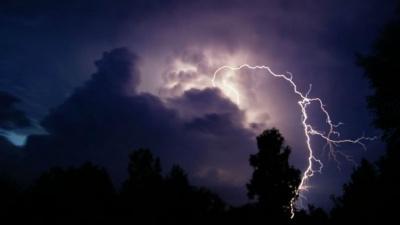 В Україну йде потужний циклон із грозами та зливами