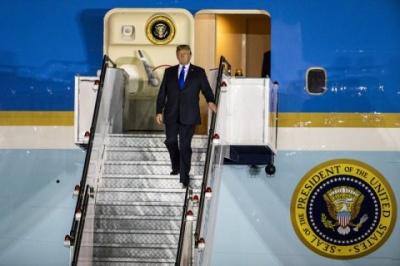 Трамп прилетів у Сінгапур на зустріч із лідером Північної Кореї
