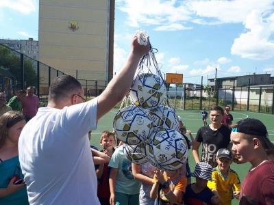 У Чернівцях на Руській відкрили новий футбольний майданчик - фото