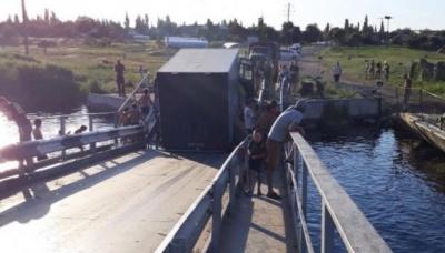 На Миколаївщині фури які тікали від вагового контролю, потопили міст