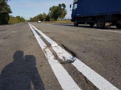 Чернівецька область - серед «відстаючих» з ремонту доріг, - Омелян