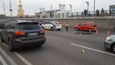 Страшна ДТП на набережній у Києві: пішохід перебігав дорогу в 80 м від переходу і залишився без голови