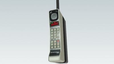 Цей день в історії: якою була швидкість перших автогонок та скільки важила перша мобілка