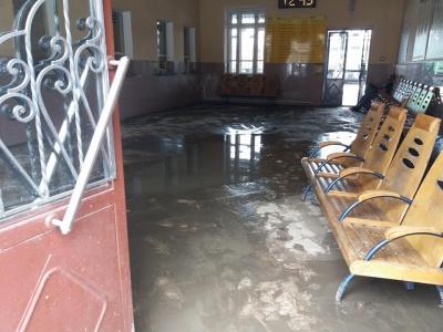 Негода у Чернівцях. На залізничному вокзалі оговтуються від повені - відео