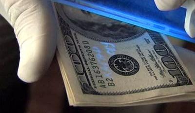 У Чернівцях на хабарі 400 доларів затримали прикордонника