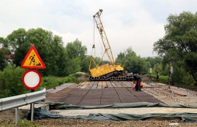 На Буковині обвалилась частина моста, який недобудували - фото