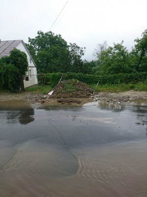 Негода в Чернівцях: місто другий день поспіль потопає у воді по коліна - відео