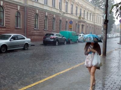 Негода в Чернівцях: за три доби випала половина місячної норми опадів