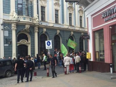 Human Rights Watch вимагає розслідувати агресію щодо ЛГБТ-активістів у Чернівцях