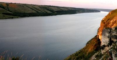 Будиночки на воді та вітрильні яхти: де і за скільки можна відпочити на Дністрі на Буковині