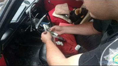 У Садгорі поліція затримала чернівчанина з наркотиками і мачете