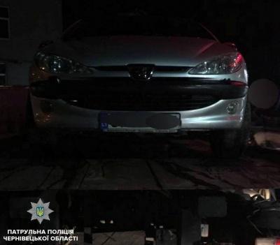 Сів за кермо «під кайфом»: у Чернівцях затримали водія, що був позбавлений прав на 10 років