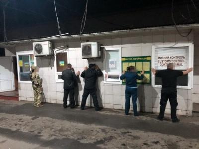 На Буковині на хабарі 500 євро затримали посадовця митниці