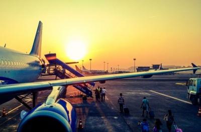 Українці стали менше їздити і більше літати