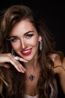 Буковинка здобула перемогу на міжнародному конкурсі краси у Ризі - фото