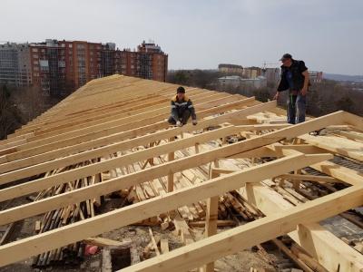 У Чернівцях у міській лікарні №1 завершується ремонт даху - фото