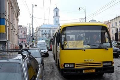 Зміна руху маршруток: у мерії Чернівців створили робочу групу з реформування мережі автобусів