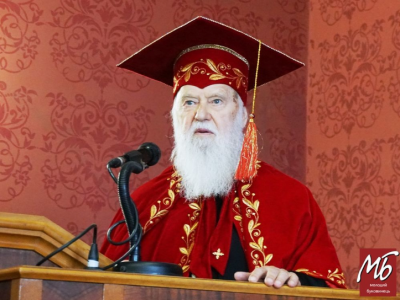 У Чернівцях Патріарху Філарету вручили мантію і диплом Почесного доктора ЧНУ - фото