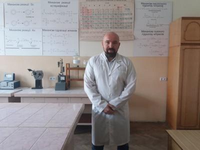Перевірив знання: у Чернівцях викладач вузу здав ЗНО з хімії на 200 балів