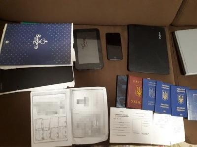На Буковині викрили банду, яка підробляла паспорти і переправляла нелегалів до ЄС
