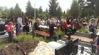У Чернівцях попрощалися з головою обласної спілки письменників Василем Довгим - фото