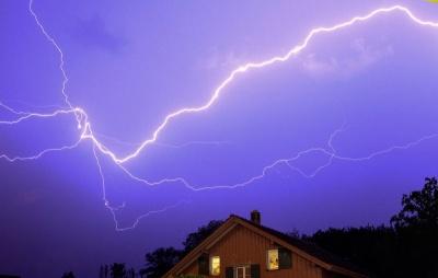 Штормове попередження: на Буковині очікуються дуже сильні зливи та грози