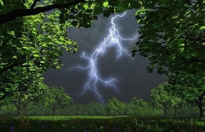 Чернівецьку область сьогодні накриють потужні грозові дощі і град