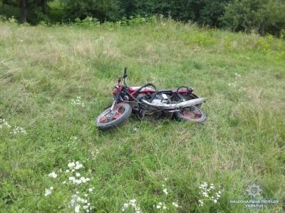 На Буковині п'яний мотоцикліст з'їхав у кювет: двох осіб госпіталізували