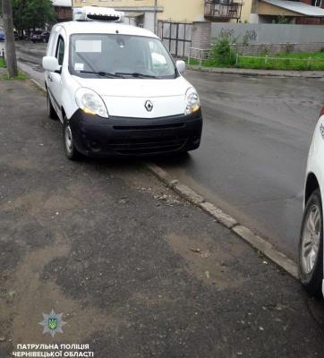 У Чернівцях поліція затримала п'яного водія, який керував автомобілем без номерних знаків