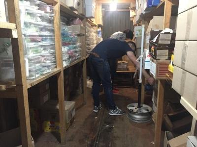 Стихія в Чернівцях. Підприємці Калинки вивозять товар фурами через загрозу повені - фото