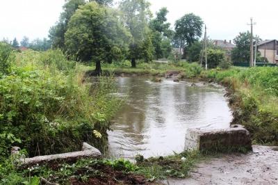 Прориви річок та руйнація мосту: які наслідки негоди зафіксували на Буковині
