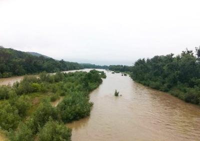 Рятувальники попереджають про максимальний підйом води у Пруті