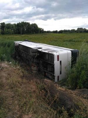 На Рівненщині перекинувся рейсовий автобус. Є постраждалі