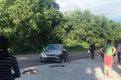 Мчав на шаленій швидкості: на Буковині мотоцикл врізався у легковик, одна особа постраждала