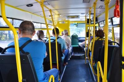 Бунт перевізників. У Чернівцях на трьох маршрутах відновили рух автобусів