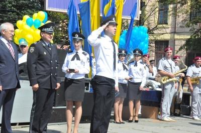 Затримували «злочинців» та складали присягу: у центрі Чернівців поліція відзначила свій професійний день