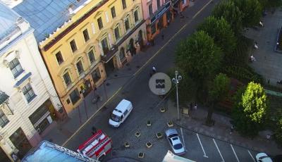 У Чернівцях правоохоронці шукають вибухівку біля міської ради