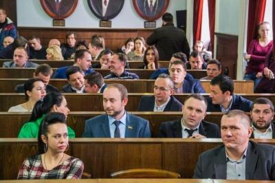 Чернівецька міськрада оголосила перерву в роботі сесії до середи
