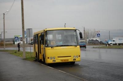 Транспортна криза. У Чернівцях відновили рух автобусів ще на одному маршруті