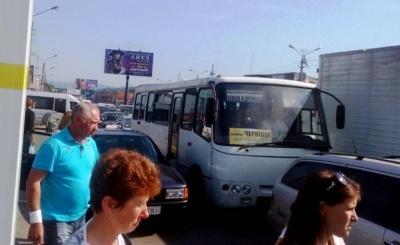 Мер Чернівців про пікет біля Калинки: Бешлей підбурив людей, а сам стоїть в стороні