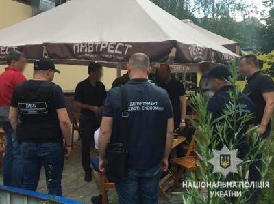 На Буковині затримали «тіньовика», який хотів підкупити поліцейського